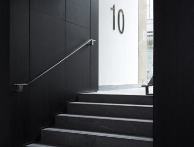 10 Lloyd's Avenue